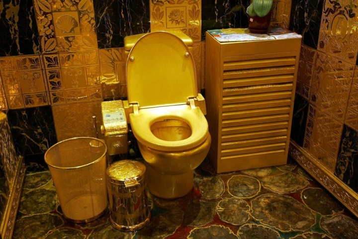 Gold-plated Toilet